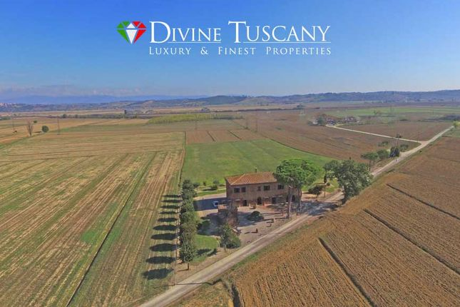 8 bed country house for sale in Via Delle Cetine, Montepulciano, Siena, Tuscany, Italy