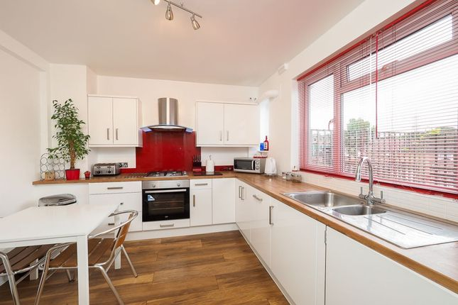 2 bed flat for sale in The Market, Wrythe Lane, Carshalton