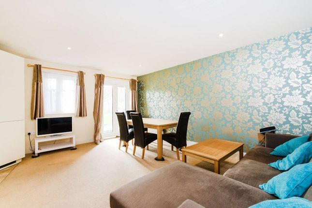 Thumbnail Flat to rent in Elm Park Road, Pinner