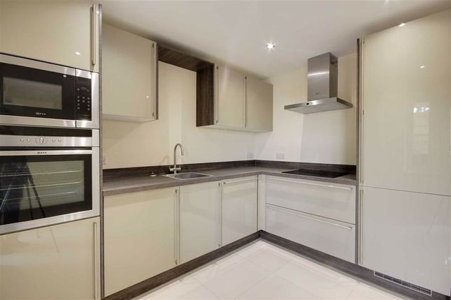 Thumbnail Flat for sale in Green Close, Brookmans Park, Hertfordshire