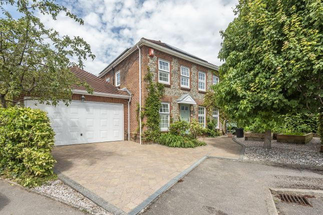 Thumbnail Detached house for sale in Wellington Close, Horndean, Waterlooville