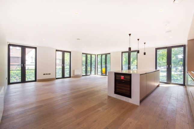 3 bed flat to rent in Searcy House, Between The Commons, London SW11