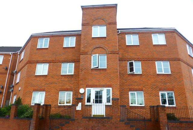 2 bed flat to rent in Brades Road, Oldbury, Birmingham