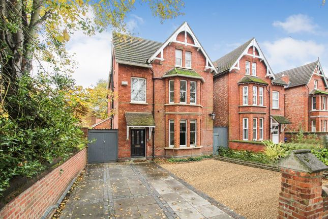 2 bed flat for sale in Lansdowne Road, Bedford MK40