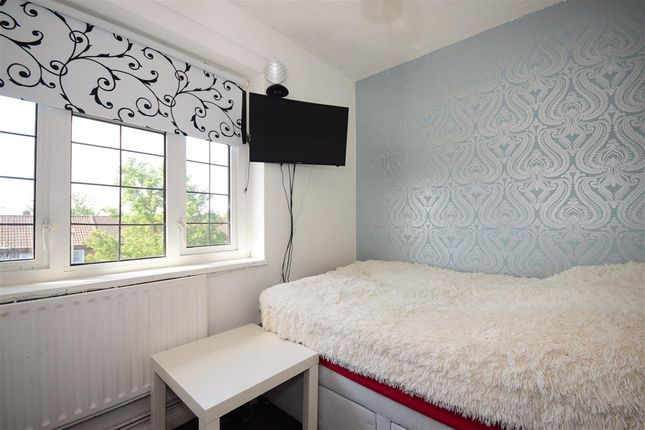 Thumbnail Flat for sale in Uplands Road, Marks Gate, Romford, Essex