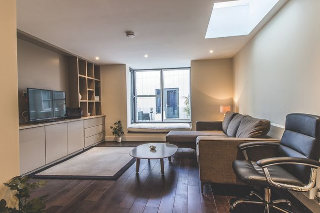Thumbnail Triplex to rent in Artillery Lane, London