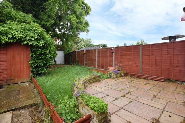 Picture No. 15 of Meadow Road, Garston, Hertfordshire WD25