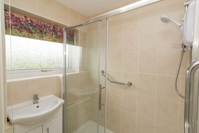 Bathroom of Yarncliff Close, Chesterfield S40