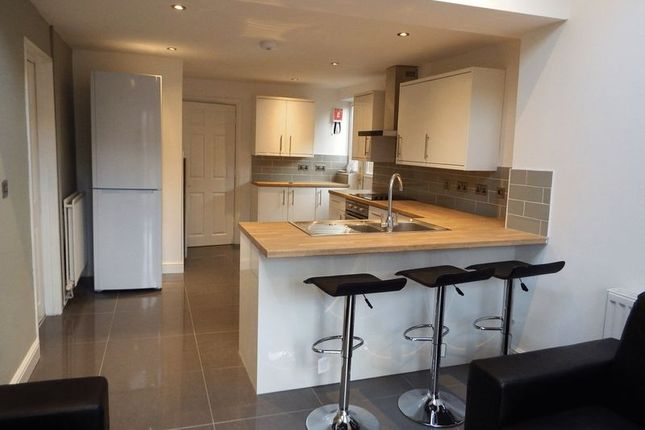 6 bed semi-detached house to rent in Claude Street, Dunkirk, Nottingham