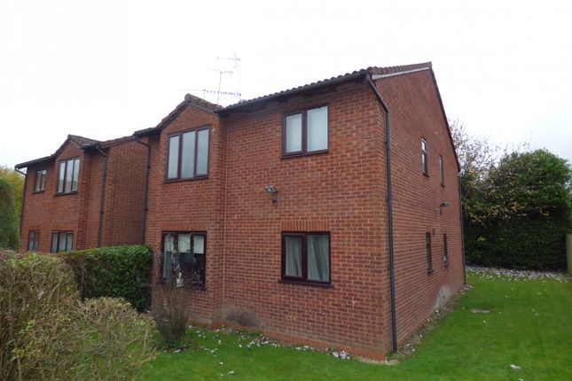 Thumbnail Flat to rent in Mayfield Close, Catshill, Bromsgrove