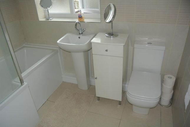 Page moss lane huyton liverpool l14 3 bedroom semi for Furniture 66 long lane liverpool