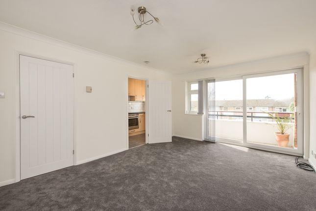 Thumbnail Flat to rent in 2 Heathview, Milton Road, Harpenden