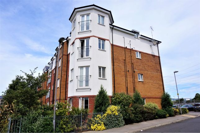 Thumbnail Flat for sale in Stokers Close, Dunstable