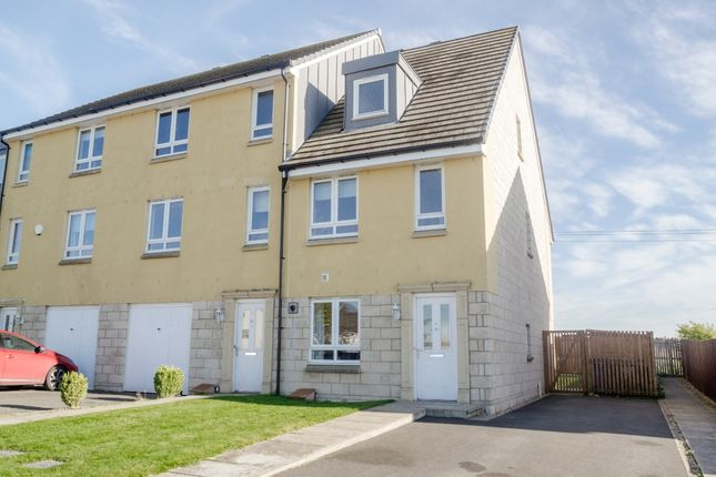 3 bed town house for sale in Merlin Drive, Dunfermline