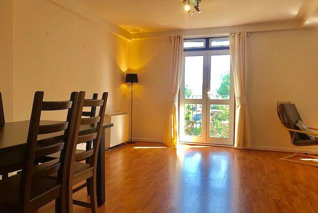 3 bedroom flat to rent in Asturias Way, Ocean Village, Southampton
