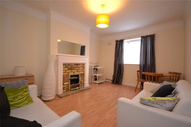 2 bed flat to rent in Dorchester Court, Colney Hatch Lane, Muswell Hill N10