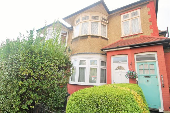 1 bed flat for sale in Horns Road, Ilford IG6