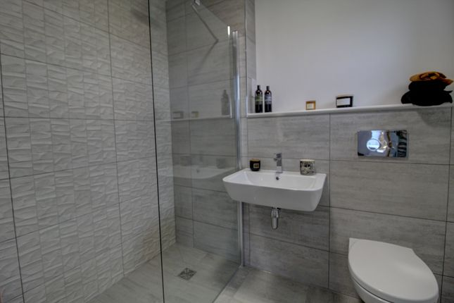 Master En-Suite of Castleview Place, Dundee DD4