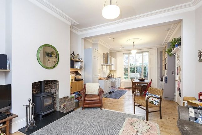 Thumbnail Flat for sale in Kingsdown Road, Archway, London