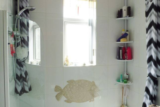 Bathroom of Belgrave Road, Barnsley S71