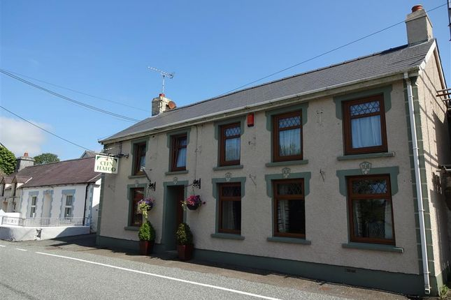 Thumbnail Pub/bar for sale in Llanybydder, Carmarthenshire