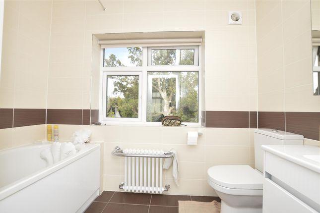 Ensuite Bathroom of Wakemans Hill Avenue, London NW9