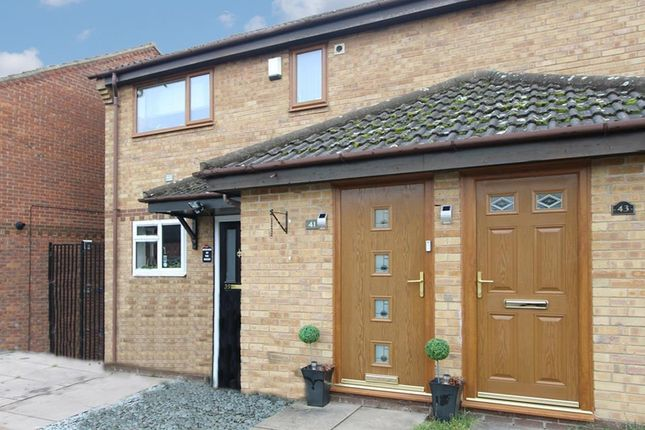 Thumbnail Maisonette for sale in Hudson Road, Rugby