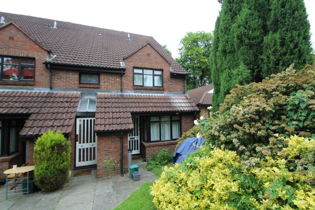Thumbnail Terraced house to rent in Gordon Road, Camberley