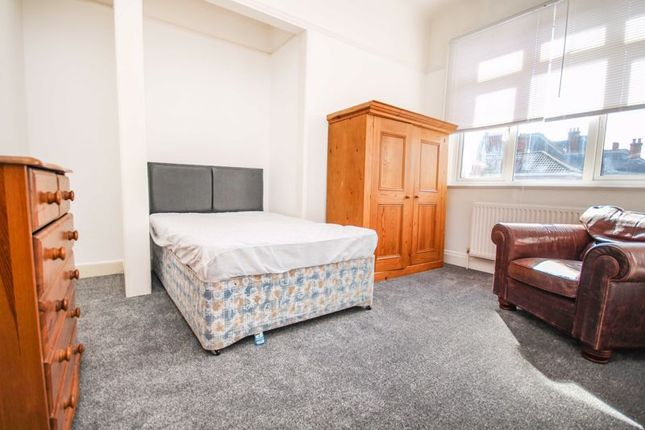 Thumbnail Property to rent in Alma Road, Winton, Bournemouth