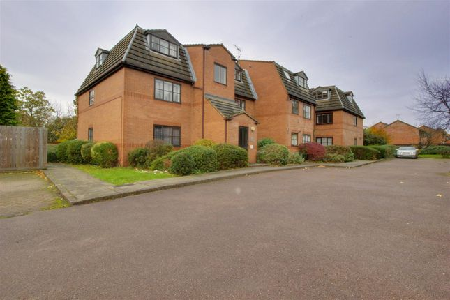 Thumbnail Flat for sale in Gladbeck Way, Enfield