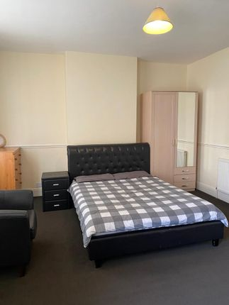 Room to rent in Lodge Road, West Bromwich B70