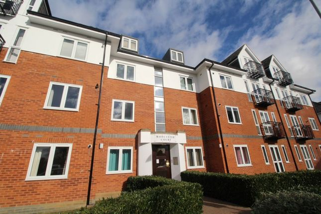 1 bed flat to rent in Park View Close, St.Albans