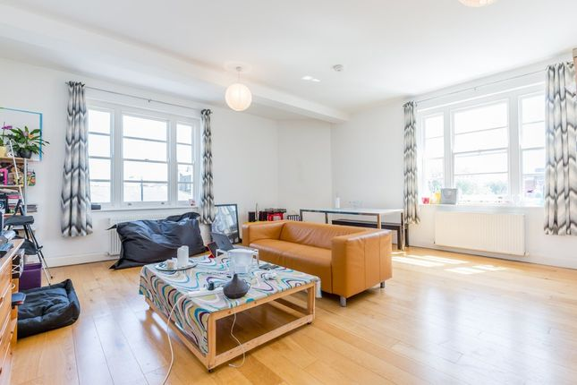 2 bed flat to rent in High Road, Wood Green, London