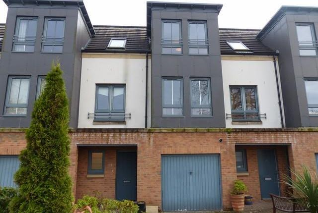 Thumbnail Town house to rent in Kaims Terrace, Livingston