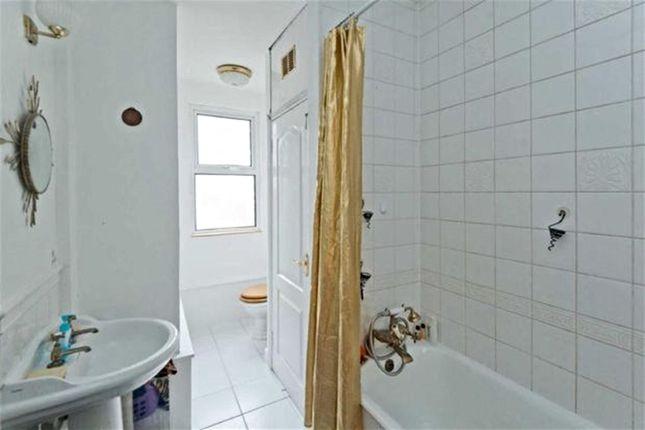 Family Bathroom of Commonside, Sheffield S10
