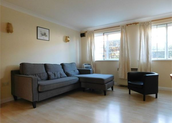 Thumbnail Flat to rent in Derwent Yard Derwent Road, Ealing, London