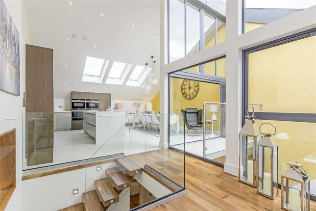 Thumbnail Property to rent in Townhouse Mews, London