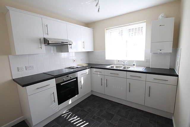 Thumbnail Flat to rent in Queens Drive, Cottingham