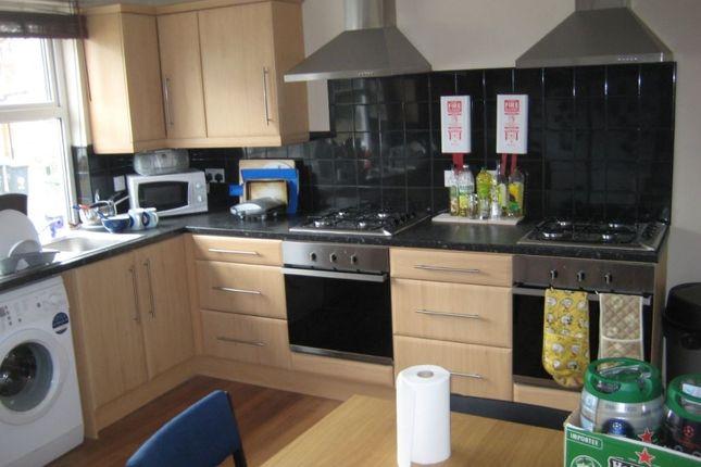Thumbnail Property to rent in Newport Gardens, Headingley, Leeds