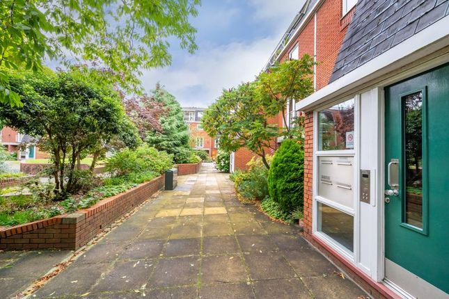 4 bed flat for sale in Porchfield Square, Manchester M3