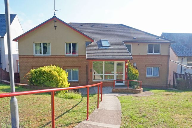 Thumbnail Flat for sale in Kings Cour, Dinas Powys