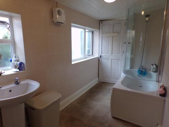 Bathroom of Hollywood Road, Liverpool, Merseyside L17