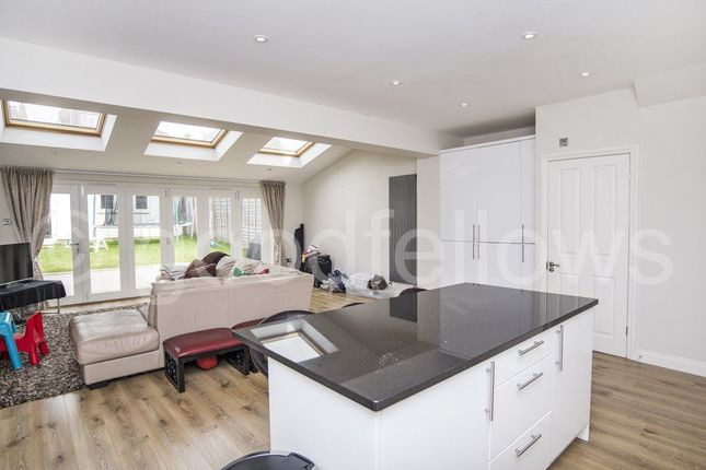 4 bed property to rent in Elm Walk, London