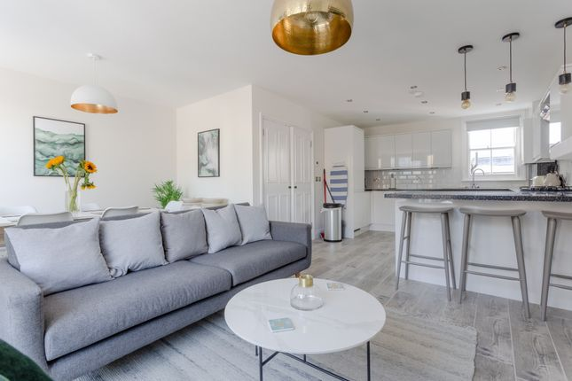 Thumbnail Flat to rent in Townmead Road, London