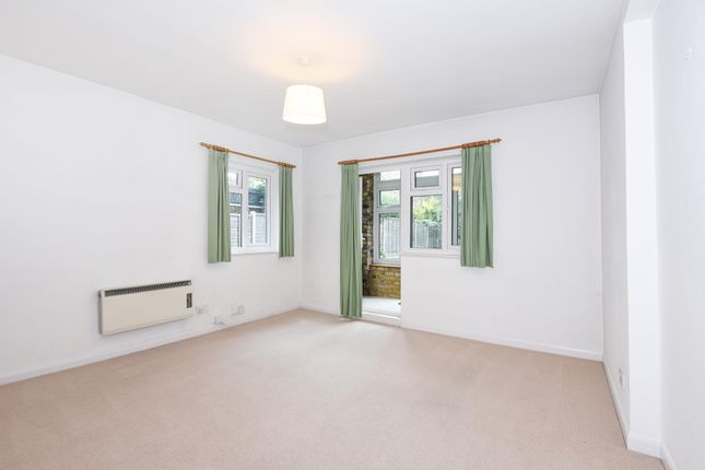 Thumbnail Studio to rent in Sutton Court Road, Chiswick, London