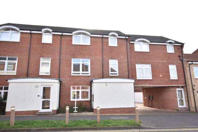 Thumbnail Town house to rent in Hargate Way, Peterborough