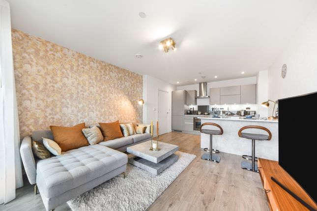 1 bed flat for sale in Great Eastern Road, London E15