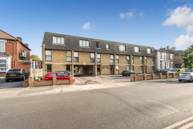 1 bed flat for sale in Western Road, Gidea Park, Romford RM1