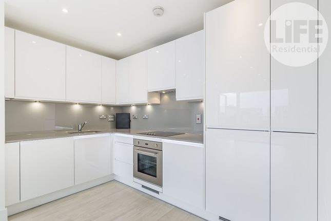 1 bed flat to rent in Bodiam Court, 4 Lakeside Drive, Park Royal, London