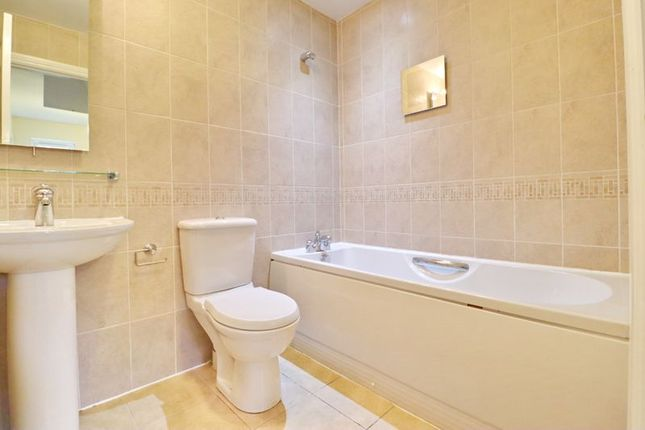 Bathroom of Oliver Fold Close, Worsley, Manchester M28